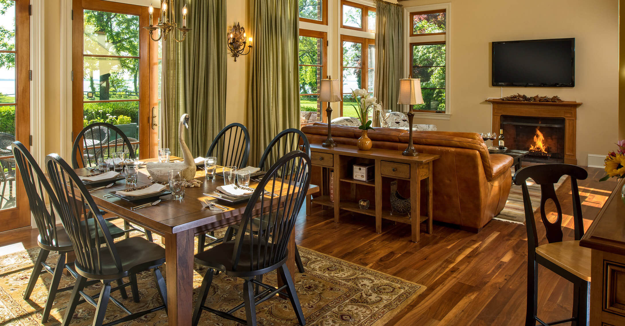Our Eastern Shore vacation rental dining and living room