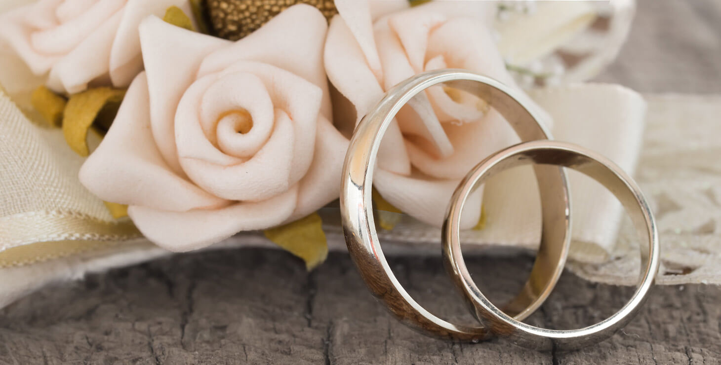 Rings and flowers for an elopement