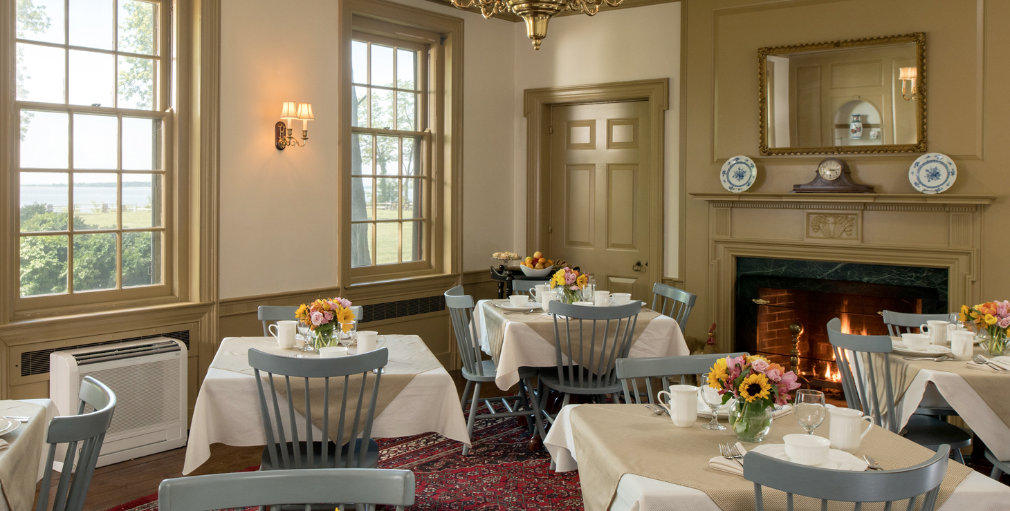 Dining at Great Oak Manor