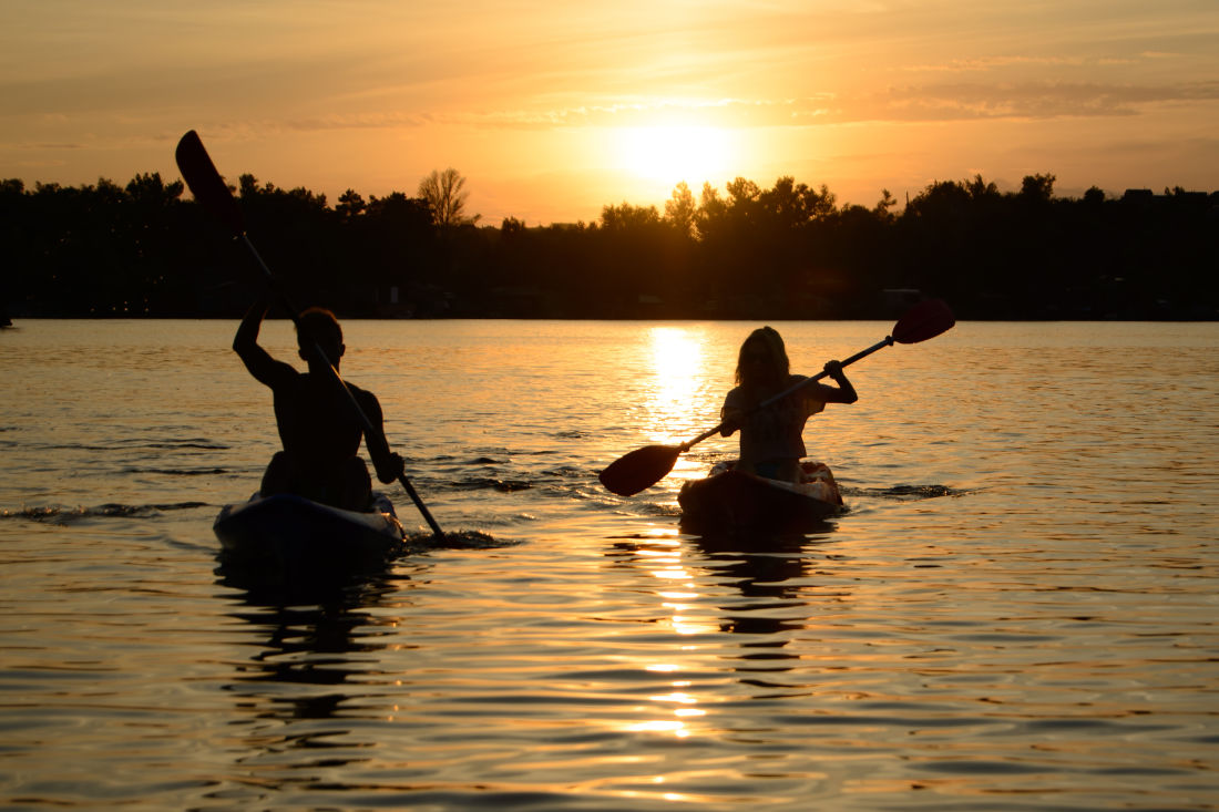 Kayaking in Maryland - Couple at Great Oak Manor