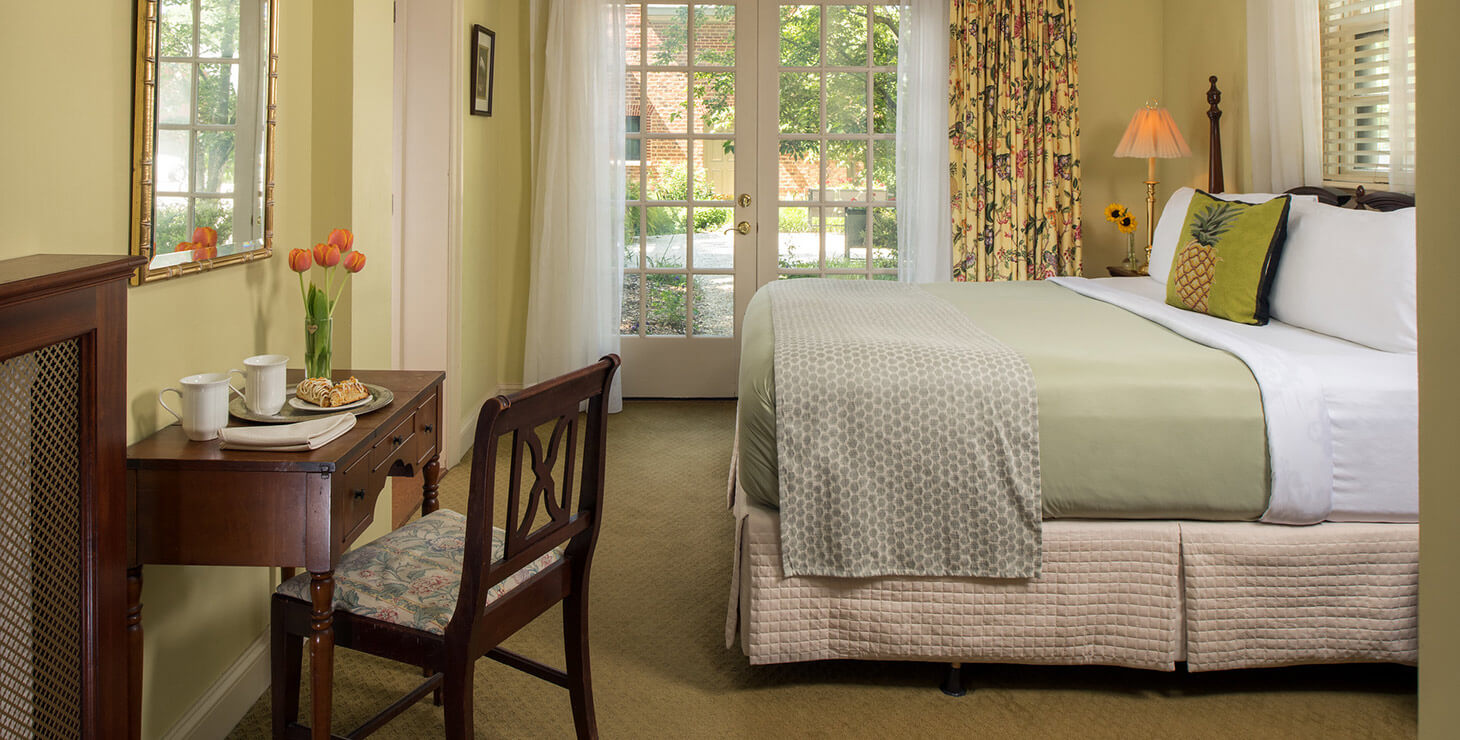 Roese Room, pet-friendly, at Great Oak Manor