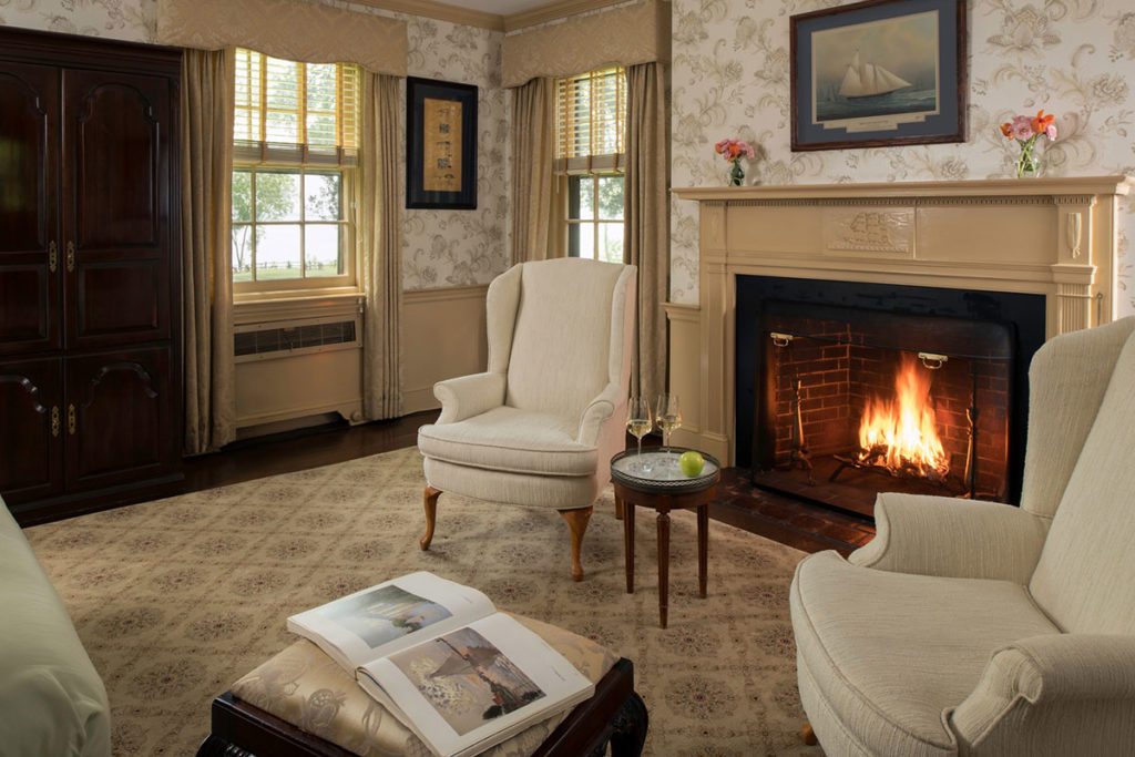 Great Oak Manor - Hodges Room with Fireplace